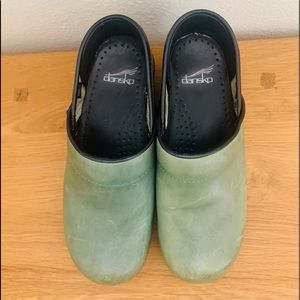 New Dansko Waxed Distressed Green Clog 37 (US 7)